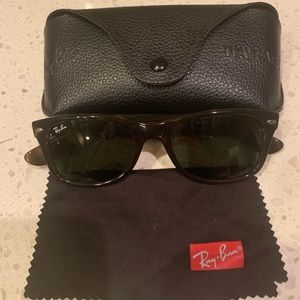 Ray-Ban New Wayfarer Classic tortoise sunglasses